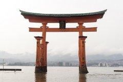 great-torii-of-miyajima-1425480_640